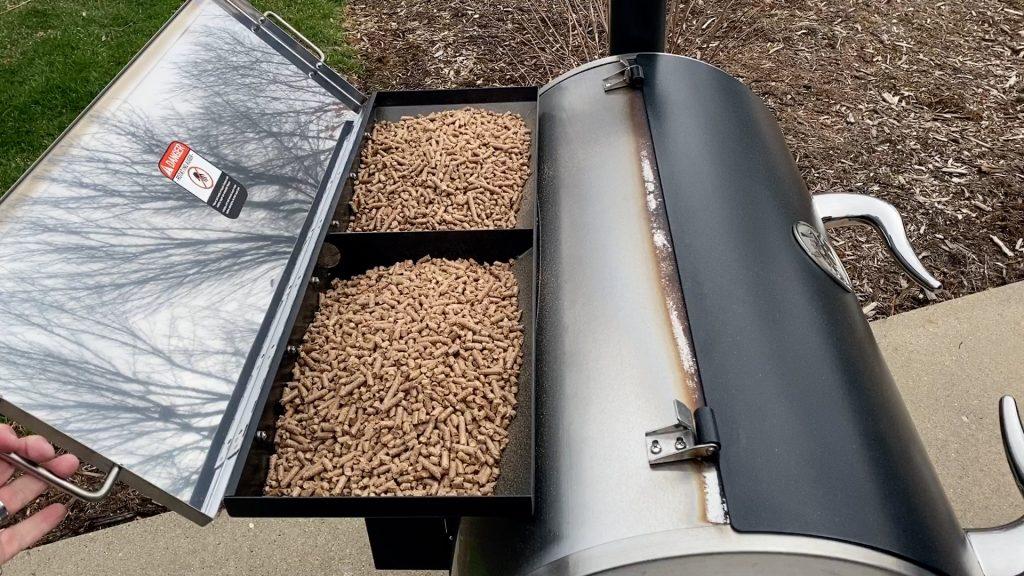 large pellet capacity of the rec tec pellet smoker